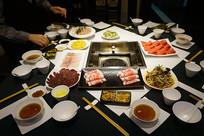 成都皇城老妈火锅餐厅-餐桌