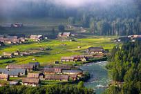 新疆喀禾木春天木屋摄影