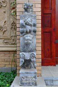 抱鼓石及狮子石雕