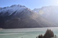 雪山下的然乌湖