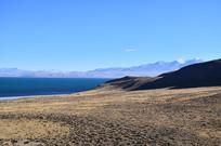蓝色的高山湖泊
