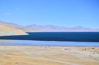 蓝色的高原湖泊