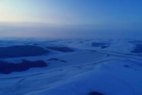 雪域山地丛林晨光(航拍)