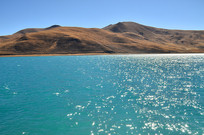 美丽的蓝色高山湖泊