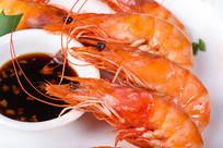 熟红虾和酱料