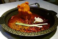 熊造型牛油的传统牛油火锅