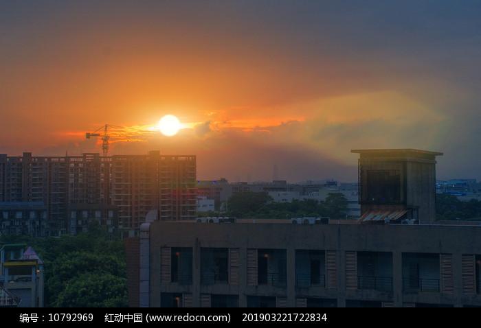 月荷湖住宅区夕阳风光图片
