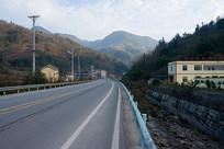 重庆巫山楚阳乡蜿蜒的乡村公路
