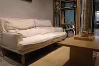 白色布艺沙发