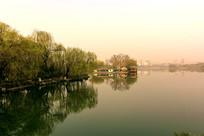 初春大明湖的早晨