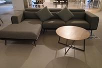 灰色长沙发