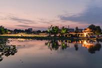 大明湖双柳屏夜色