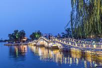 大明湖玉带桥夜色