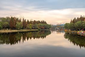 户外公园湖景