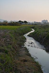 新农村风景-细水长流