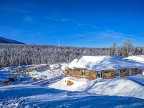 雪景森林木屋
