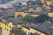 瓦屋黄墙中式古建