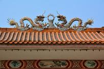 双龙戏珠瓷雕屋顶