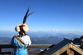 玉龍雪山觀景人背影