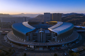 晨曦中的濟南奧體中心體育場