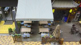 城市休闲步行街餐馆室外桌椅