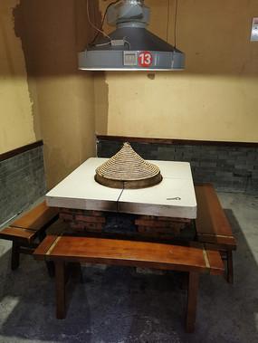 乡村柴火鸡特色餐馆的餐桌