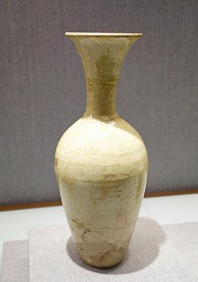 白釉长颈瓶