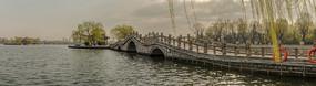 宽幅大明湖玉带桥风光