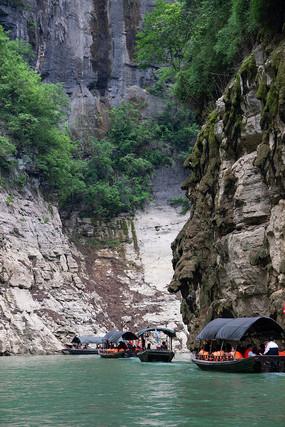 旅客游覽巫山小小三峽