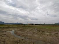 荒芜的农田