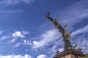 理塘仙鹤雕塑