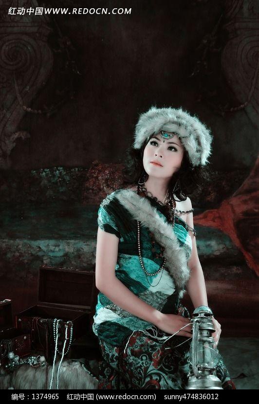 蒙古装美女艺术照片图片