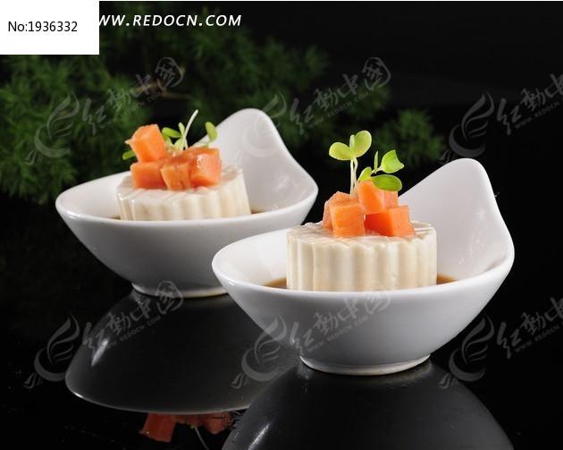 捞汁三文鱼豆腐图片