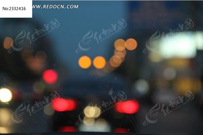 夜晚马路灯光背景图片