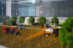 农田上的农业机械模型
