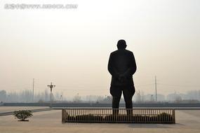 吉鸿昌雕塑背影
