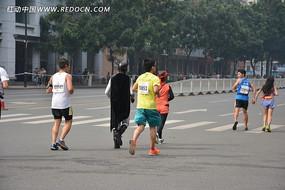 2013广州马拉松的跑者