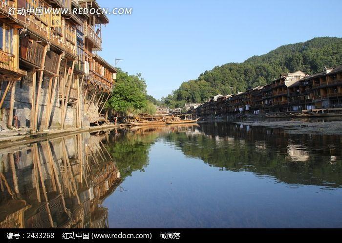 水中的凤凰古城图片