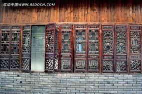 青果巷老厂房的雕花木窗