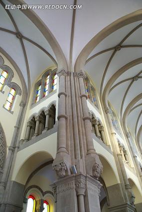 远东天主大教堂内美丽的天顶壁画