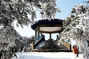 庐山凉亭雪景