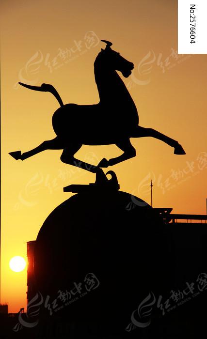 马雕塑剪影图片