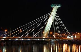 夜晚的悬索大桥