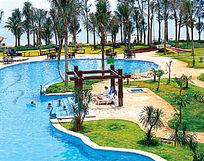 湖边儿童游泳池