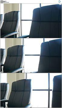 室内黑色办公室椅子实拍视频素材