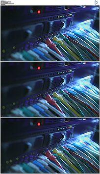 计算机服务器网线和闪烁的信号灯实拍视频素材