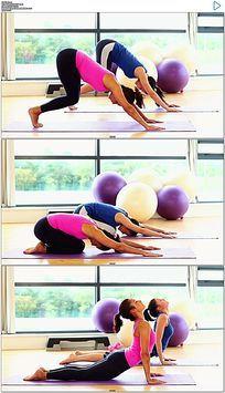 健身房美女做瑜伽实拍视频素材