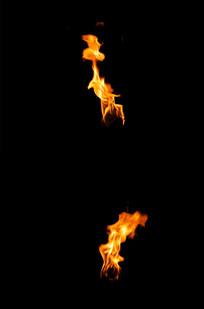 熊熊燃烧的火把视频