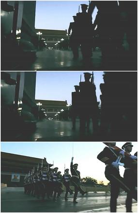 天安门国旗护卫队清晨正步前进升旗实拍视频