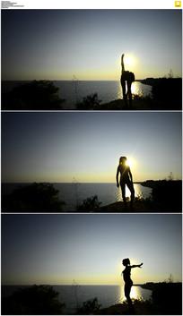 海边锻炼身体剪影实拍视频素材